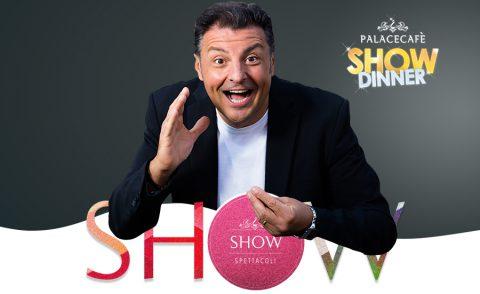 Dal successo televisivo al palco del Palace Cafè: Claudio Lauretta anima lo Show Dinner del Palace Cafè